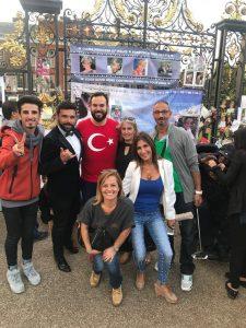 31 Ağustos 2017 tarihinde Londra'da Kensington Sarayı'nda Diana'yı anmak için toplanan Türkler.