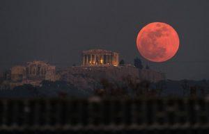 Atina'da Kanlı Ay